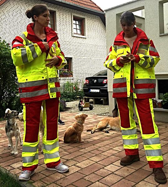 Teammitglieder Agnes, Fanny und Caroline in ASB Uniform